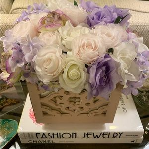 """12"""" x 12 pink mirrored box with faux roses, New"""